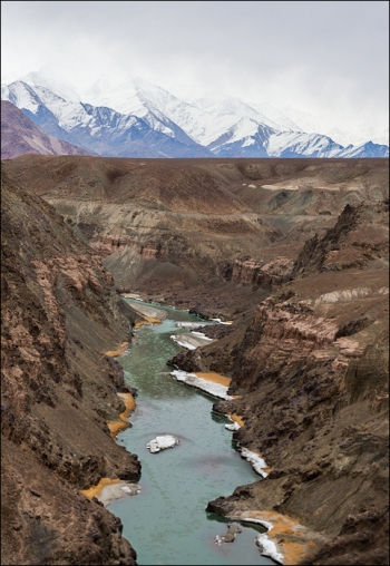 Crossing above the Indus River on our way into Hemis National Park.
